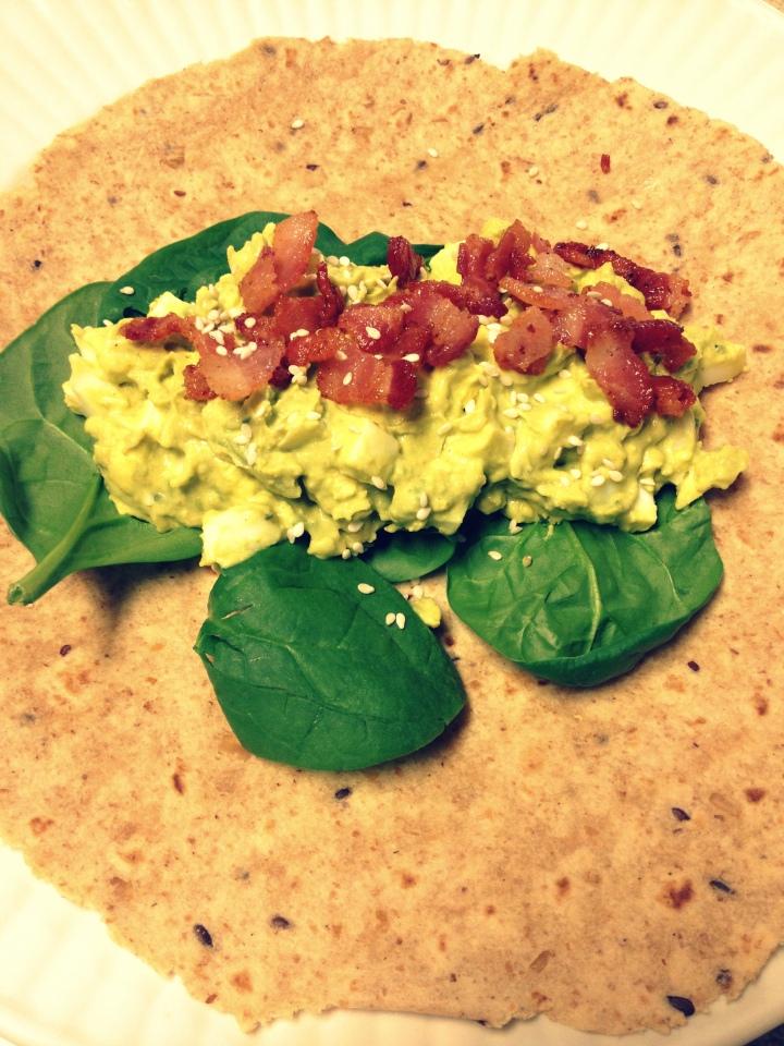 Wrap de aguacate, huevo y curry – Avocado, egg and currywraps