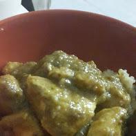 Servir el pollo sobre la quinoa