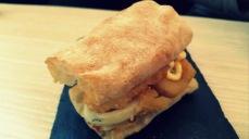 Bocata de calamares con mayonesa de limón