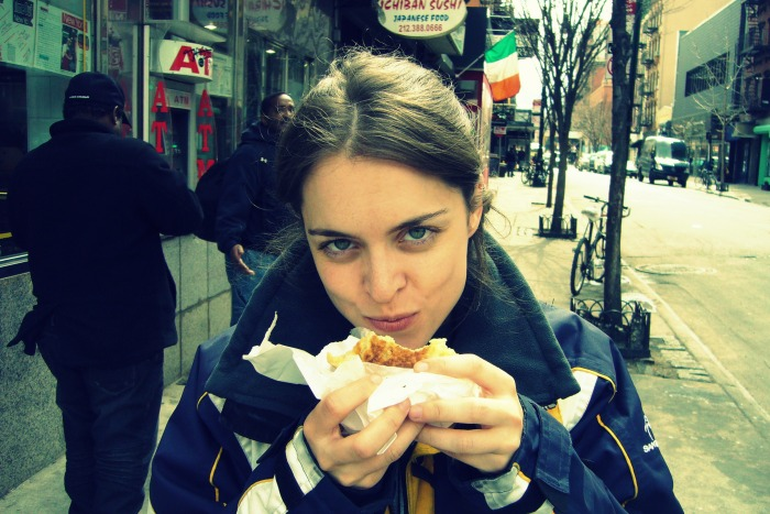 Comiendo knish