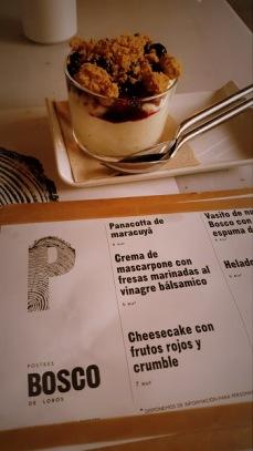Cheesecake con frutos rojos y crumble