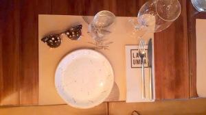 A la mesa
