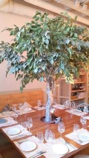 Mesa con árbol