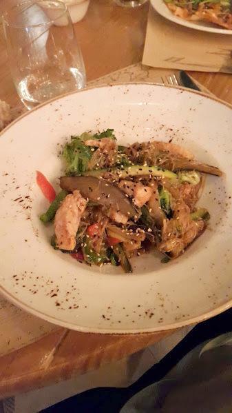 Wok de pechuga de pollo, verduras, noodles & salsa teriyaki
