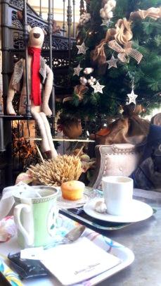 Café y árbol de Navidad