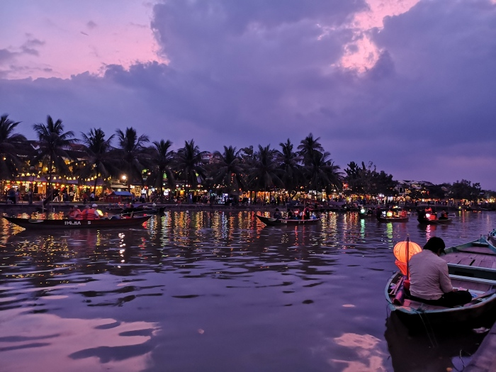 Atardecer en el río Thu Bon