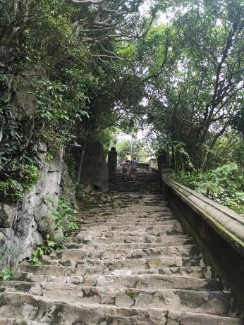 Los 156 escalones de las Montañas de Mármol