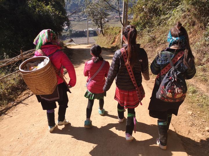 Chicas de la tribu h'mong